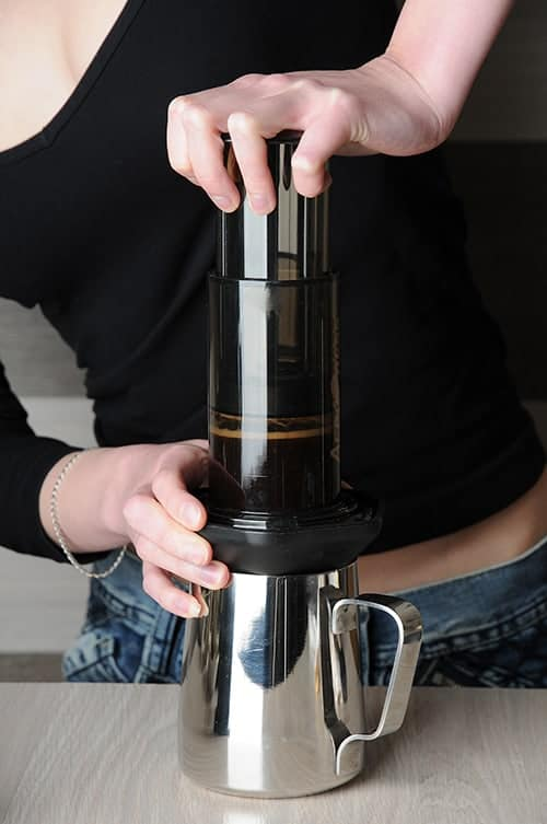aeropress brewing coffee